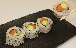sushi salmon avocado uramakil