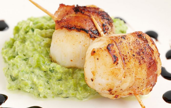 Scallops with pancetta and pea puree
